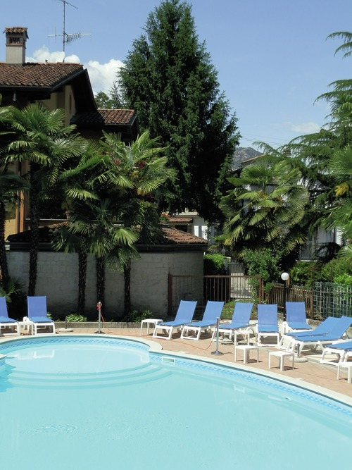 R server un h tel lacs italiens ici vous pouvez for Trouver un hotel disponible